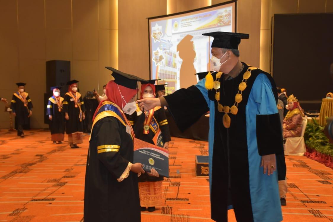 Universitas PGRI Palembang Wisuda 1.351 Sarjana Strata 1 dan Magister Strata 2 dengan Prokes Ketat